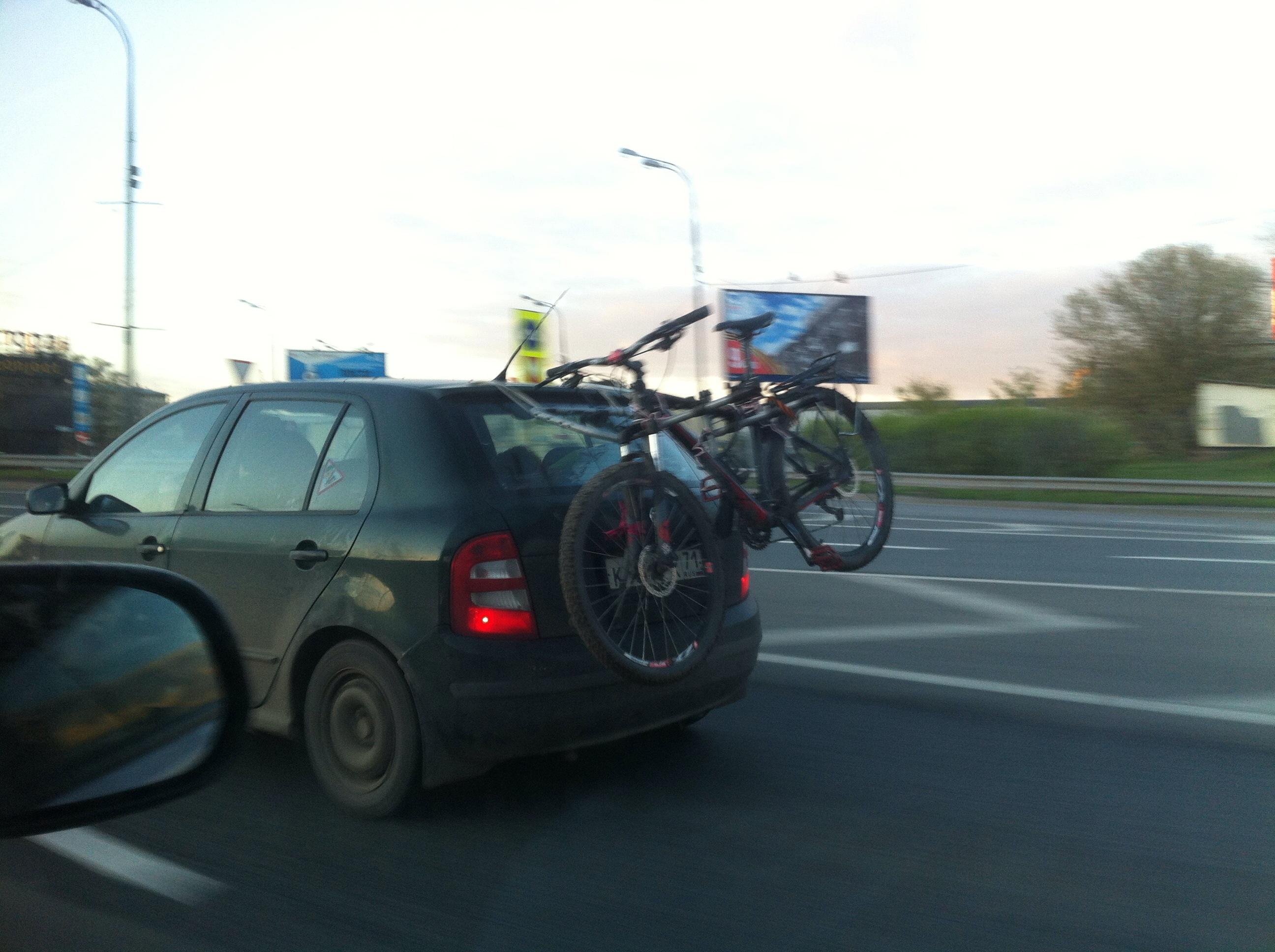 Кто как перевозит велосипеды на машине?