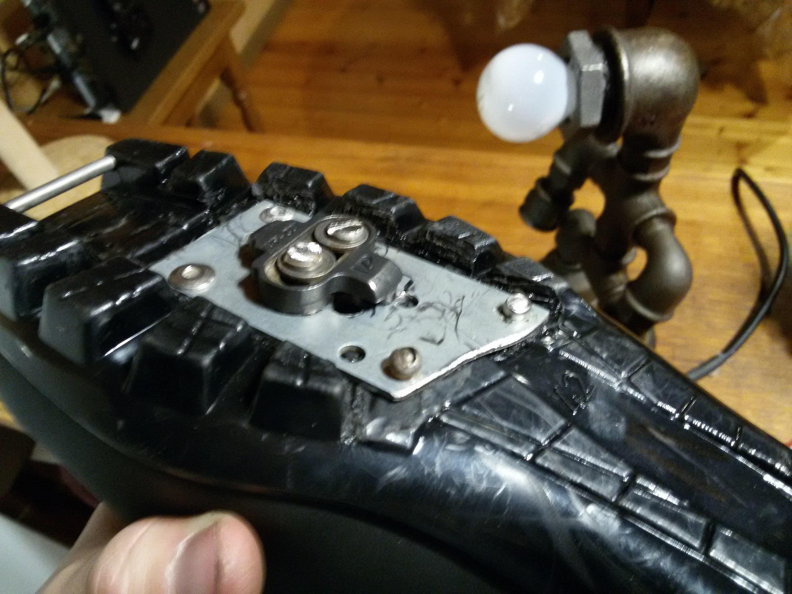 Крепление для контактных педалей на зимнем ботинке