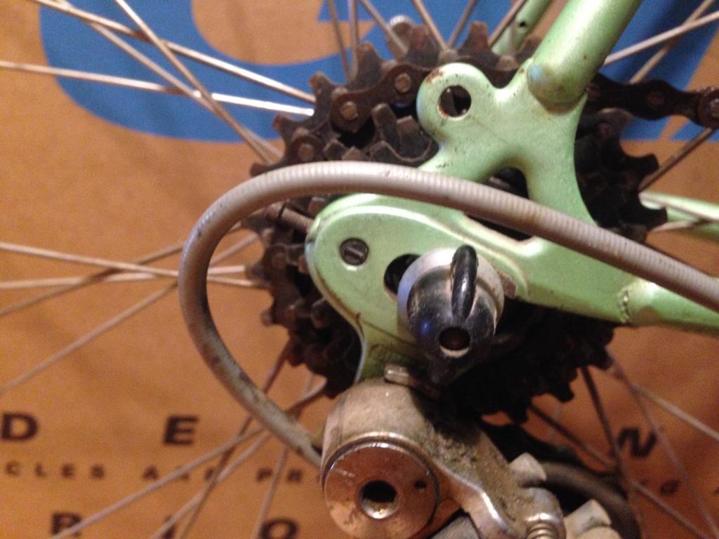 Кованные дропауты с регулировкой положения колеса peugeot course
