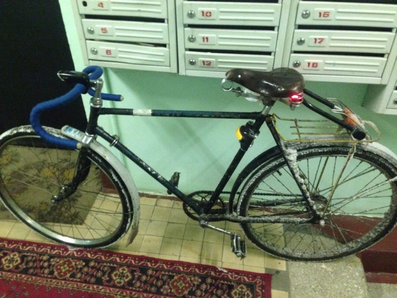 перевозка замка крептонит на багажнике велосипеда