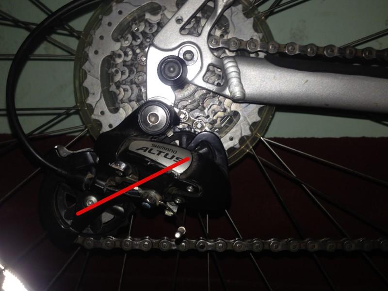 Проверяем не слишком ли длинная цепь на велосипеде