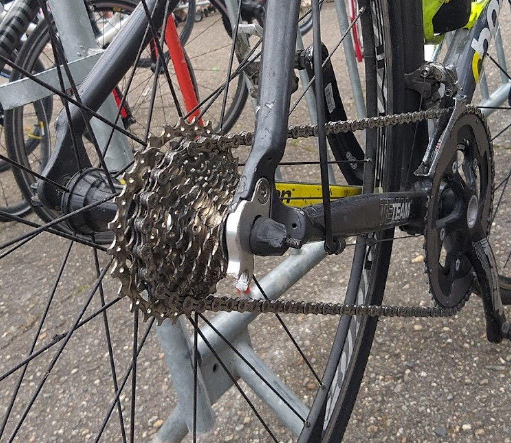 Вот так выглядит велосипед у которого переключатель попал в спицы. Фото сделано на одном из КП